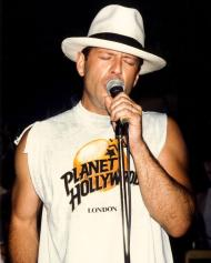bruce-willis-planet-hollywood-london-opening-party-1993-0
